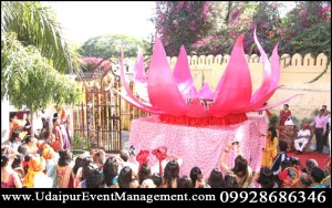 Lavazma-CoupleDanceParty-BirthDayParty-celebrationidea-shahientry-lotustheme-revolvingstage-Udaipur-rajasthan