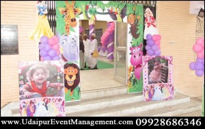 entrydecoration-BirthdayParty-BalloonDecoration-GirlsBoys-ThemePackage-Puppetshow-eventPlanner-udaipur-rajasthan